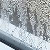 窓サッシから雨漏りがするイメージ写真